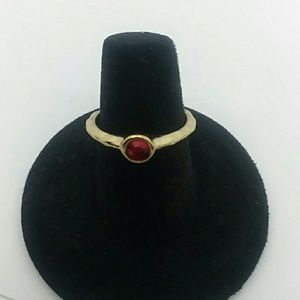 💍Size 7 Gold-Tone Ring With Red Gemstone